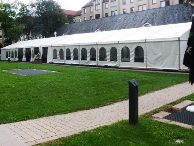 Multifunktionszelt mit Regenrinnenverbindung in Mannheim